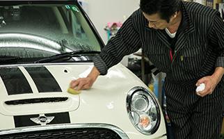 洗車とメンテナンス剤の塗布でツヤと光沢が施工時の状態に戻る